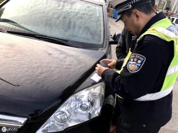 开车忘带驾驶证到底算不算无证驾驶?