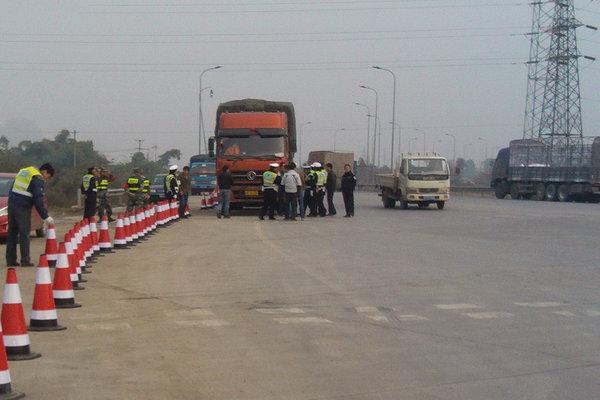 乌鲁木齐:严格规范货车的超限超载执法