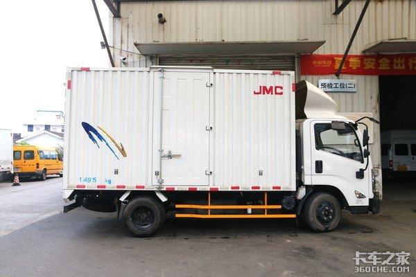18立方米大货厢江铃凯运升级版整车自重2.8吨,轻松上蓝牌
