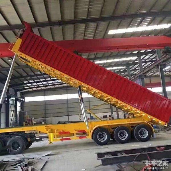 备受争议的平板自卸车终于说再见,以后砂石运输只能用它了