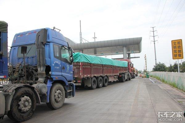 明年1月起��按�型收高速公路通行�M