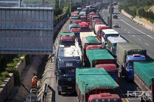 货车通行费按车型分类调整,差异化收费