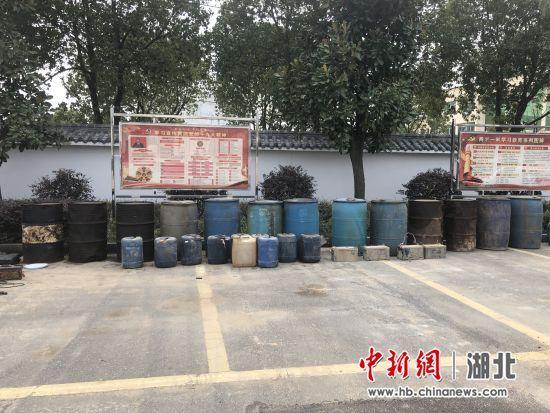 """储存被盗柴油1.8吨麻城警方打掉父子""""油耗子"""""""
