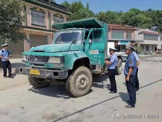 湖南平江:强力整治货运超载和遮牌行为