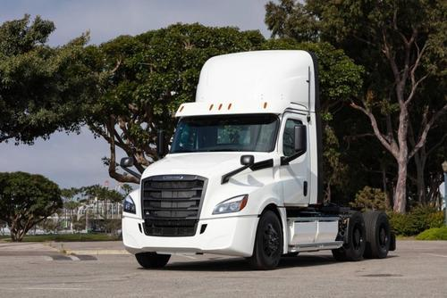 戴姆勒:发运了电动Freightliner半卡车