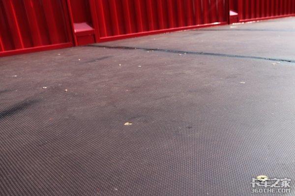 木地板+三片钢板华骏把半挂车玩出花了