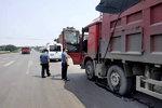 """孟津县:交通运输局24小时""""治超治渣"""""""