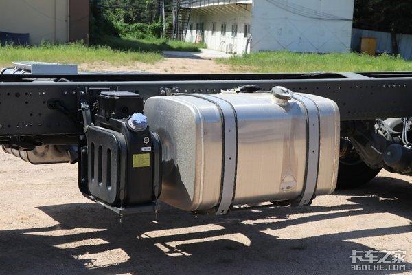 买不起进口泵车底盘?看看这台车怎么样