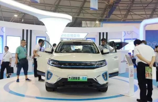 大运进军乘用车行业首款纯电动MPV亮相