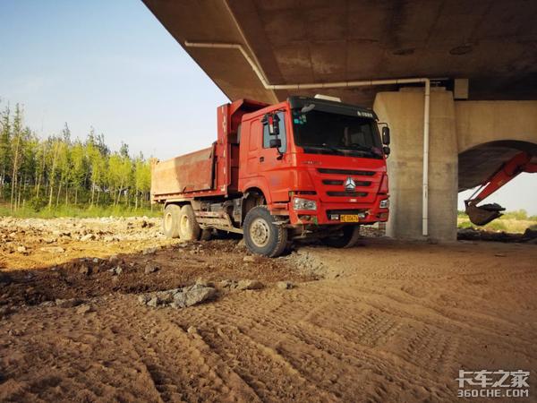 发动机皮实耐用,详解重汽豪沃渣土车