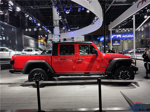 成都车展:美式敞篷皮卡Jeep角斗士亮相