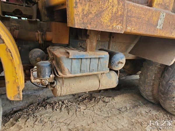 """矿车中的""""大哥大"""",别看长得老,干起活来一点不含糊"""