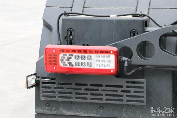 6x2装370马力发动机图解沃尔沃FM底盘