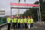 河北:京承高速首个ETC门架吊装成功!