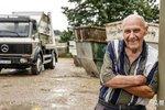 83岁老爷子还在开卡车!目标将爱车开到100万公里 网友:这是高手