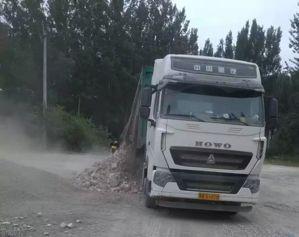 """天津:联合治超12辆""""百吨王""""止步宝坻"""