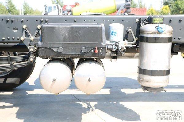 460马力发动机?实拍解放J6P载货车底盘