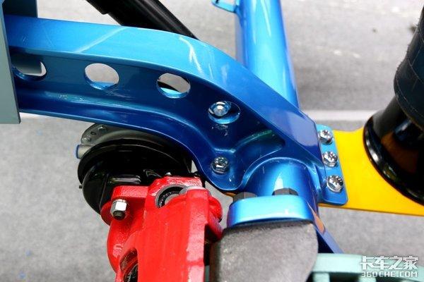 空气悬挂+盘式制动+加大号刹车片:重器车桥为安全而生!