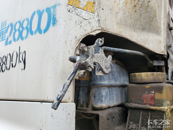 见识了这款进口日野底盘泵车,我对日系底盘的印象刷新了!