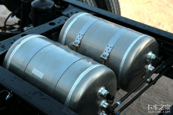 前轮盘刹+全车铝圈?这款蓝牌轻卡怎么样