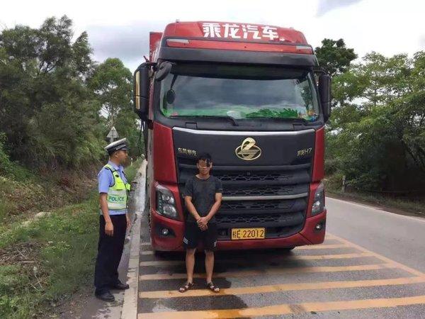 治超点三次冲卡!桂E22012司机被拘了
