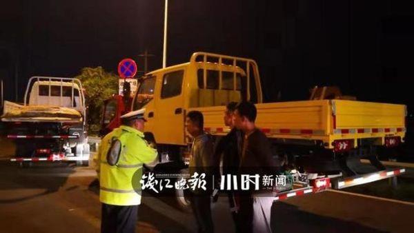 """三卡车""""叠罗汉""""交警:出事了怎么办?"""