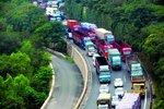 京藏高速这段路面维修 过往车辆需绕行