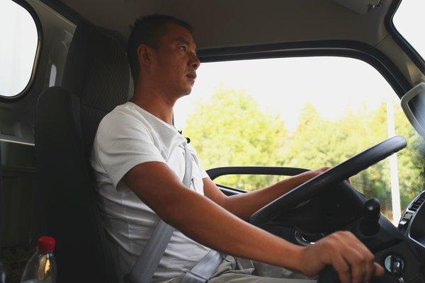 发家致富好伙伴这辆车哪哪都好职业司机评东风多利卡D6