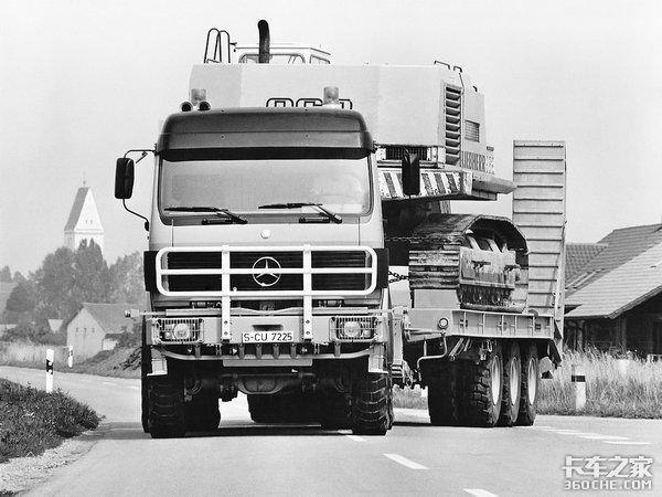 天空一声巨响,硬汉闪亮登场!带你回顾奔驰NG4850重型运输车