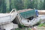啥?你把桥压塌了?直击货车超载隐患!