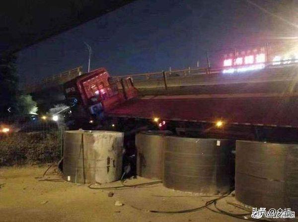 """无锡桥侧翻事故续:涉事运输公司有超载""""案底""""曾致人伤残"""