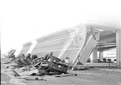 无锡高架坍塌事故背后的反思:半挂车超载何时休?