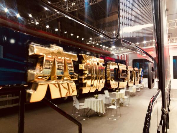"""何为""""物流神器""""?上汽红岩在重庆商用车展告诉您!"""