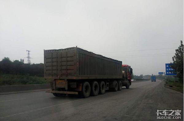 """大连:治理非法改装的""""百吨王""""货车!"""