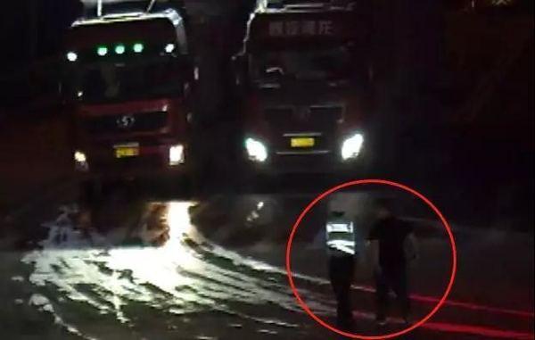 为超载货车盯梢望风还肆意阻碍交警执法!男子被拘留