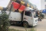 蒙城:限高护栏不止一次被撞倒 货车被卡