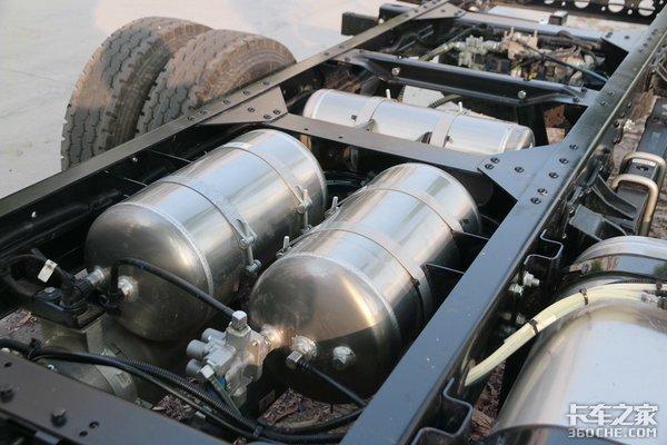 150�R力��六�l��C重汽科技版�p卡�D解