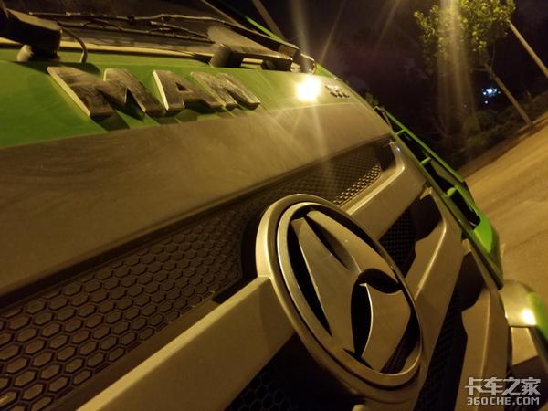 """跟了一辆""""有历史""""的重汽豪瀚J5G自卸车,它还是那么给力"""