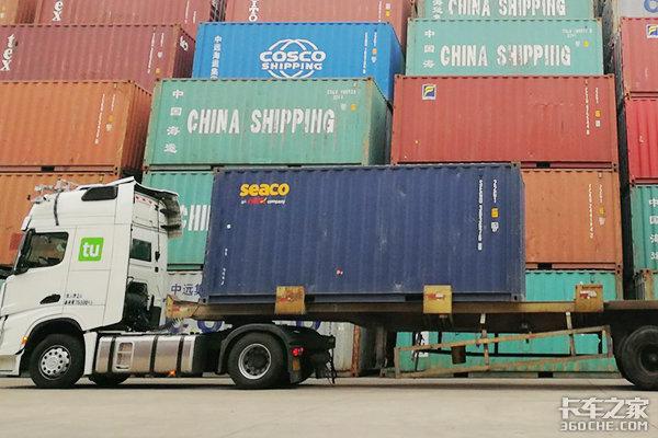 """货运潮汐侵袭而上,卡车司机如何对抗压车压款""""潜规则""""?"""