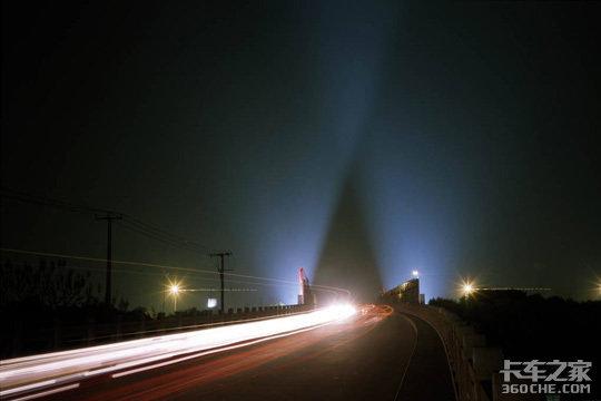 晚上开车和白天不一样教你几招夜间行车更安全!