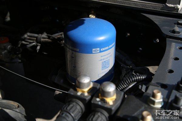 抓住国六燃气车市场上汽红岩新品C6燃气车发布自重不到9吨