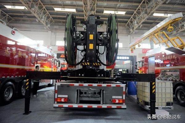 奔驰Arocs:能实现远程补给的消防车!