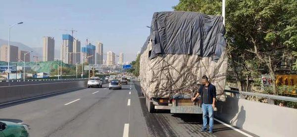 东岗立交桥限高2.8米货车司机请注意!