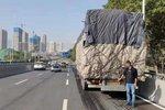 东岗立交桥限高2.8米 货车司机请注意!