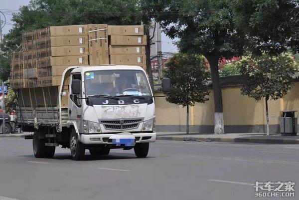 湖南:宁乡打击超限超载保持高压态势4家货运企业被责令停业整顿