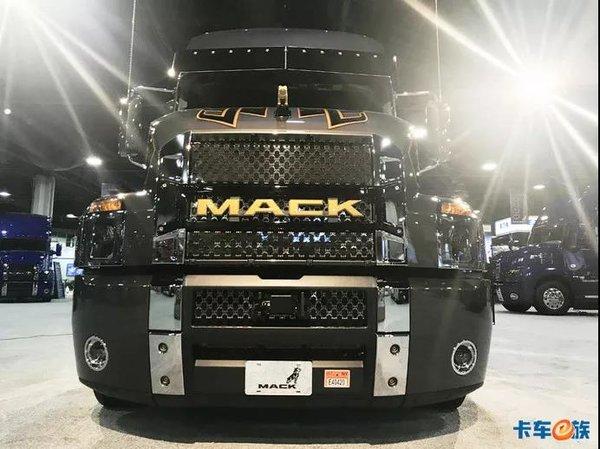505马力12挡AMT1000升油箱实拍马克Anthem北美长头卡车