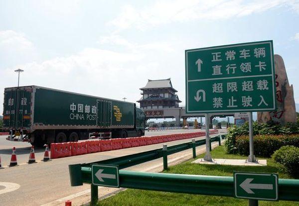 连云港境内高速公路:25个收费站均安装拒超系统