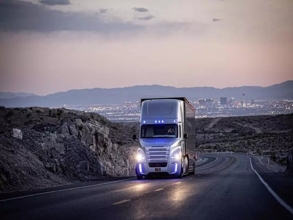 知情人士曝料:戴姆勒或于明年底让卡车部门独立上市