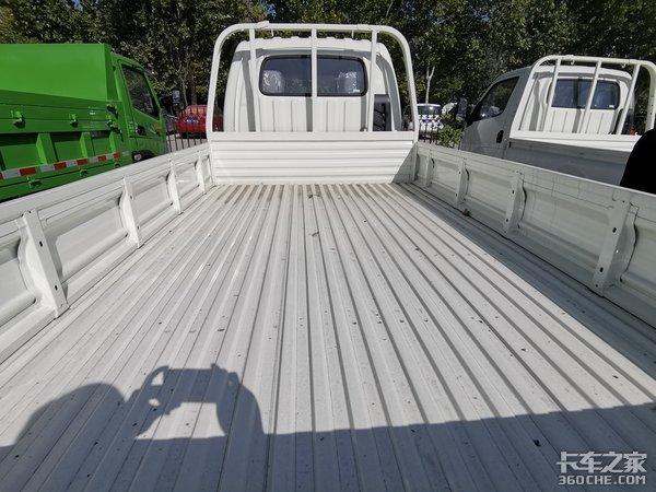 玉白涂装靓丽典雅,小康动力超大空间,开着双排座缔途GX,巴适!