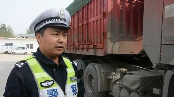 """交警连夜出击打击""""百吨王""""车队查获7辆超限超载货车"""